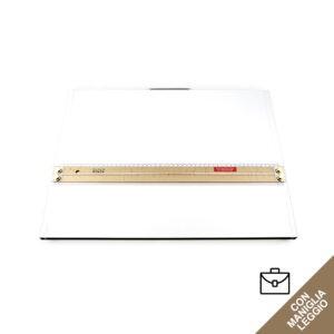 Tavoletta grafica rettangolare bianca con maniglia e riga per disegno in legno fornita con la sua custodia.